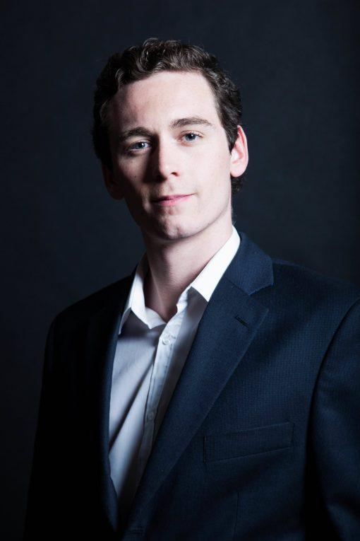 Tom Hiddleston Lookalike